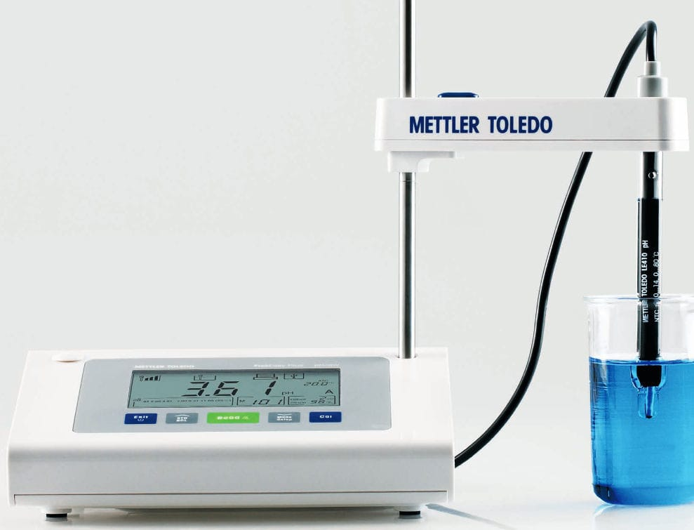 FiveEasy F20 standard benchtop pH/mV meter with LE438 sensor